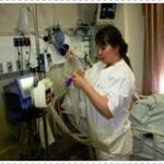 אחות מטפלת במטופל, עמוד אינפוזיה, הזנה בצינור הזנה
